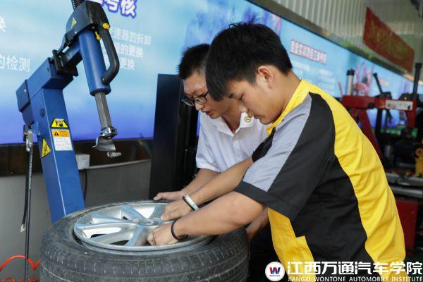 【技术大讲堂】轮胎认知拆装与修补标准流程讲解与展示