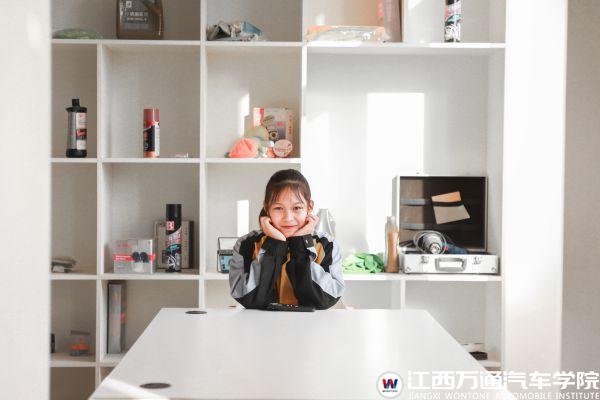 【新生故事】漆婷婷:女生学汽车新技术很酷