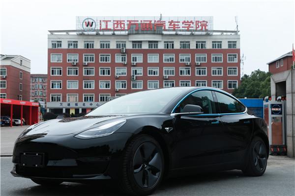 重磅!江西万通学院斥巨资购入的特斯拉-Model 3进校啦!
